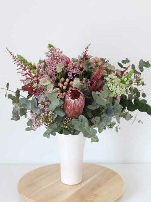 Ramo de flores silvestres y eucalipto